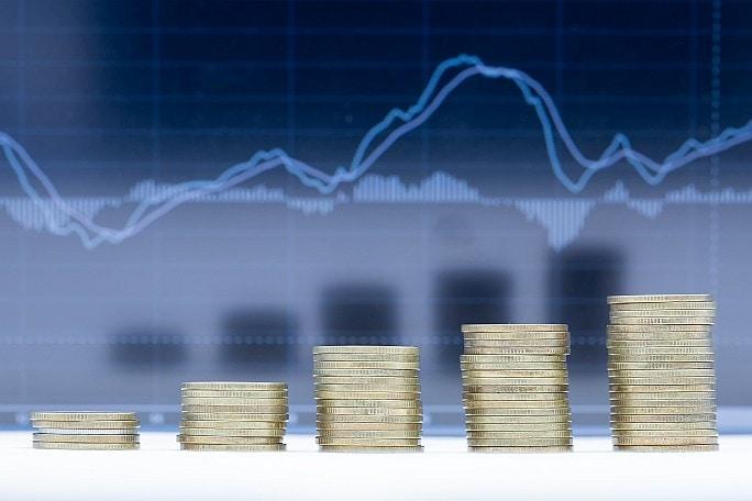 Banky nečekaně zvyšují úroky na spořících účtech