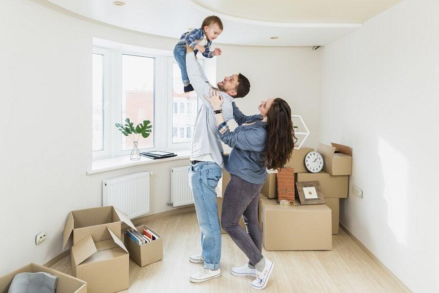Mladí lidé mají problém získat hypotéku. Stále častěji ručí majetkem rodičů