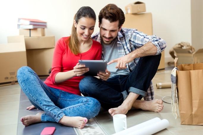 Vyřízení půjčky u vás doma – kdo toto nabízí a co očekávat?