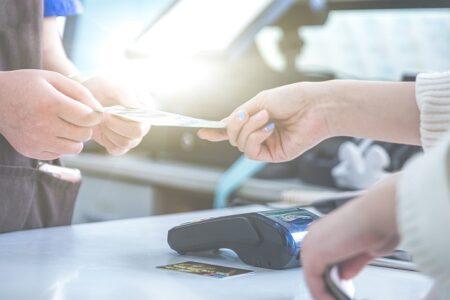Co byste měli vědět při platbě kartou v zahraničí