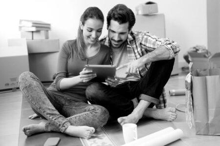 Je výhodnější požádat o hypotéku v páru nebo jako jednotlivec?